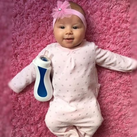 sweet little babygirl with iiamo go self heating baby bottle