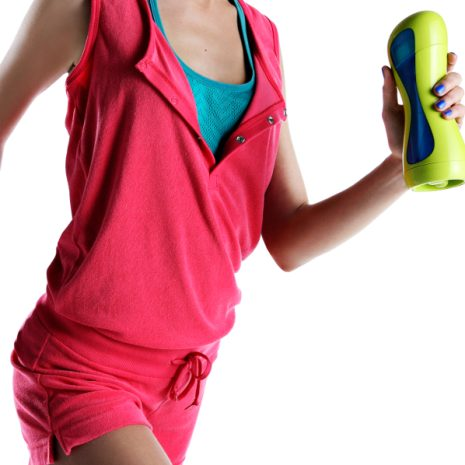 Fitness-Lady with iiamo sport bottle in green-blue